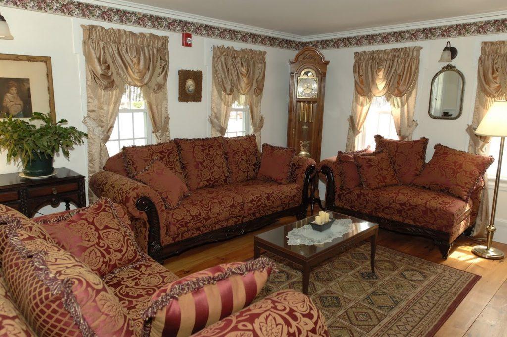 Merrill Farms living room
